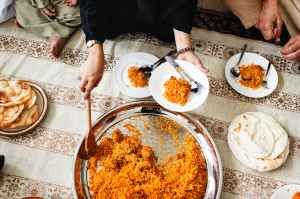 biryanni dish on round stainless steel tray